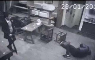 İşte 3 Saldırganı Tek Başına Yere Seren Süper Kız